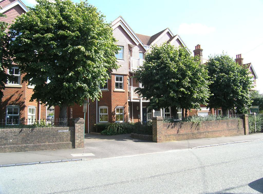 2 Bedrooms Flat for rent in Swallowmead, Steyning, West Sussex, BN44 3HE