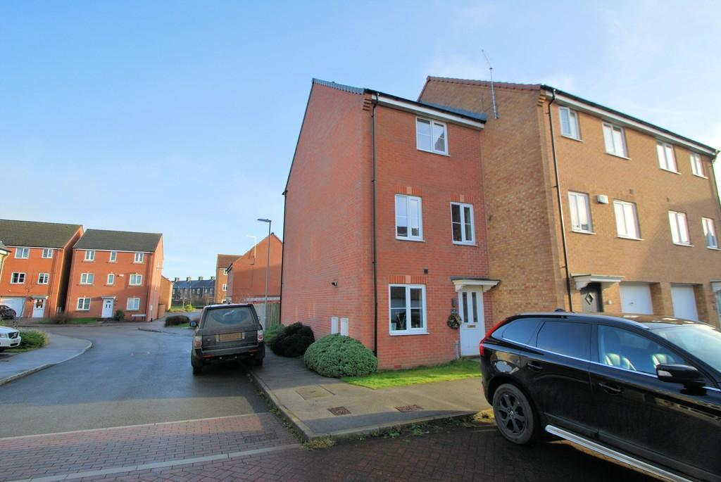 4 Bedrooms Town House for sale in Fullshaw Bank, Penistone, Sheffield
