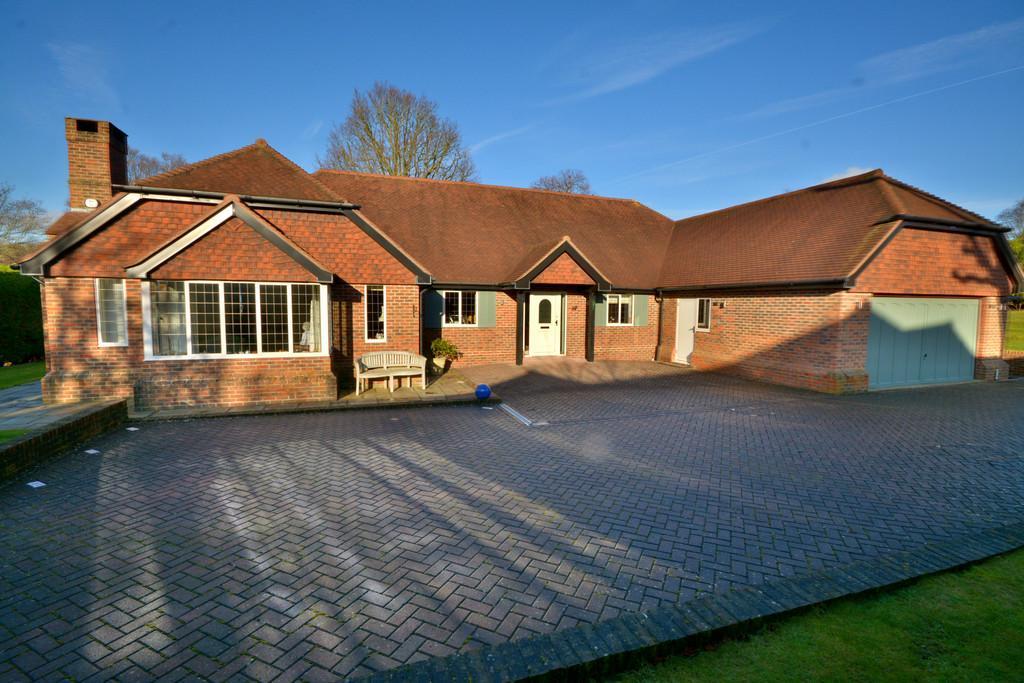 4 Bedrooms Detached Bungalow for sale in West Chiltington