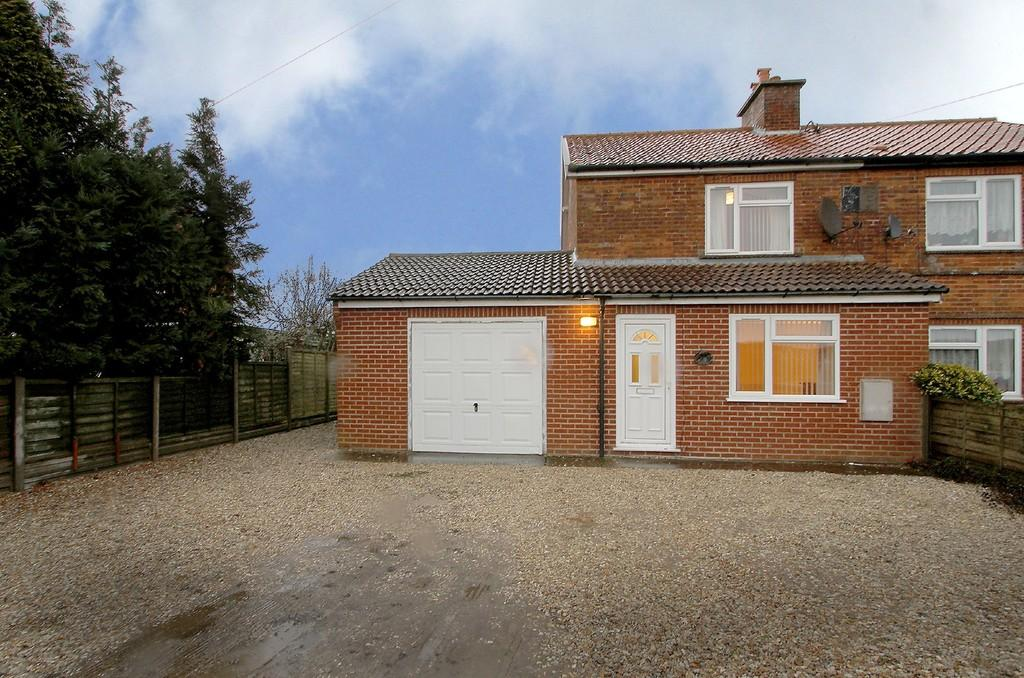 3 Bedrooms Semi Detached House for sale in Mattishall Road, East Tuddenham