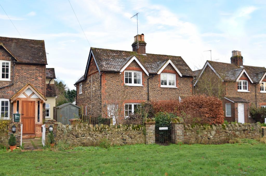 2 Bedrooms Semi Detached House for sale in Wonersh Common, Wonersh, Guildford GU5 0PJ