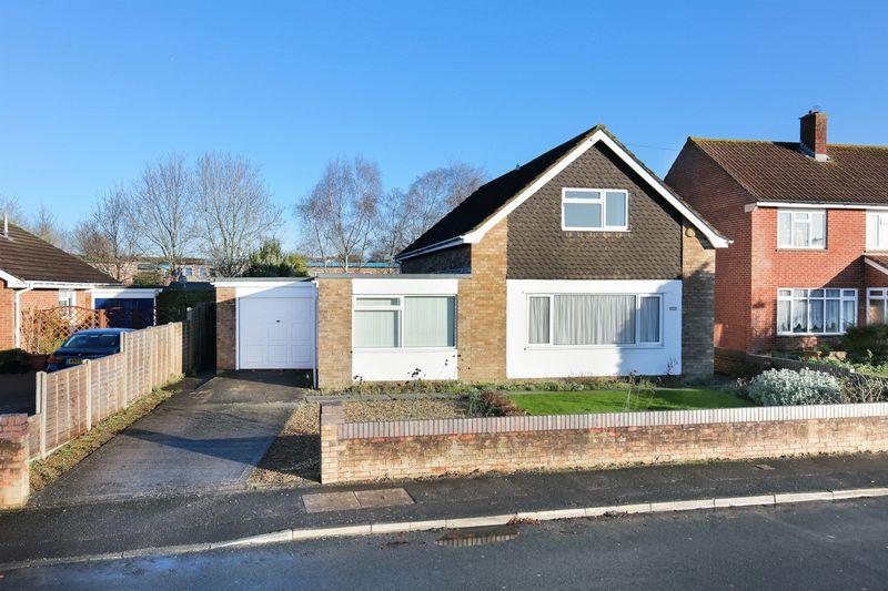 4 Bedrooms Detached House for sale in Silver Street Lane, Trowbridge