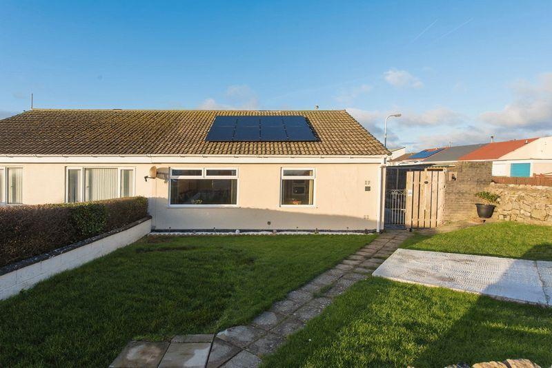 2 Bedrooms Semi Detached Bungalow for sale in Newlands Park Estate, Valley