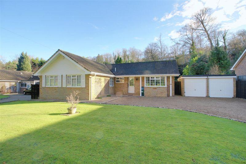 4 Bedrooms Detached Bungalow for sale in Welcomes Road, Kenley