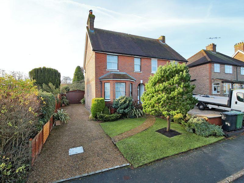 3 Bedrooms Semi Detached House for sale in East Beeches Road, Crowborough, East Sussex