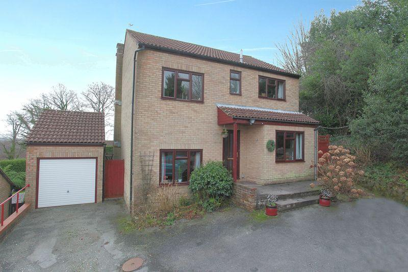 4 Bedrooms Detached House for sale in Booker Close, Crowborough, East Sussex