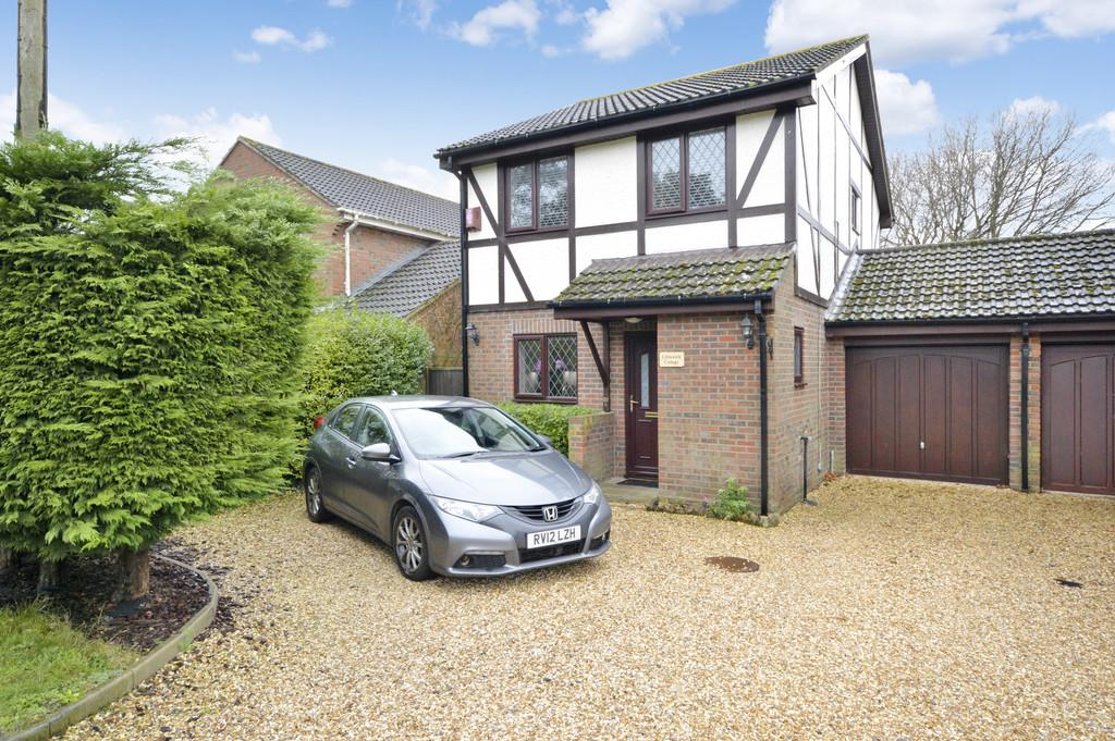 3 Bedrooms Detached House for sale in Lower Ashley Road, Ashley, New Milton