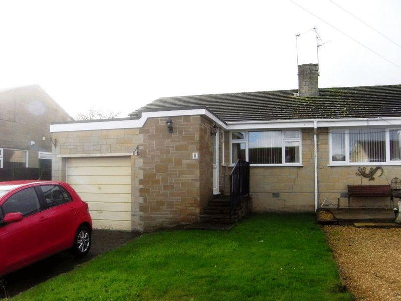 3 Bedrooms Bungalow for sale in Manor Drive, Merriott