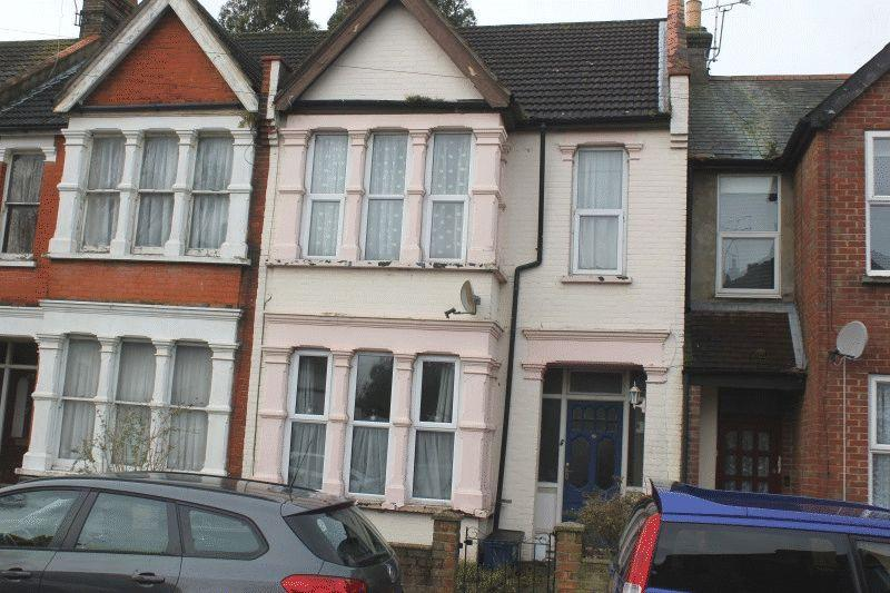 3 Bedrooms Terraced House for sale in Lonsdale Road, Southend-On-Sea