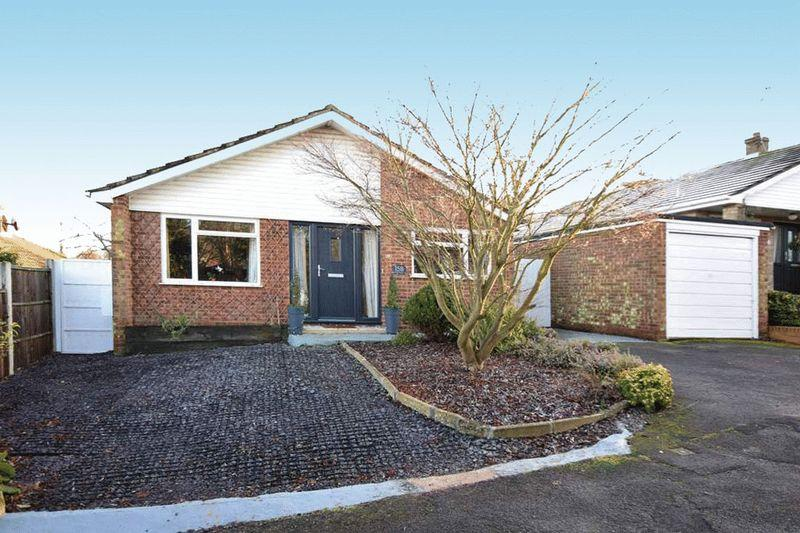 3 Bedrooms Bungalow for sale in Trapfield Close, Bearsted, Maidstone ME14