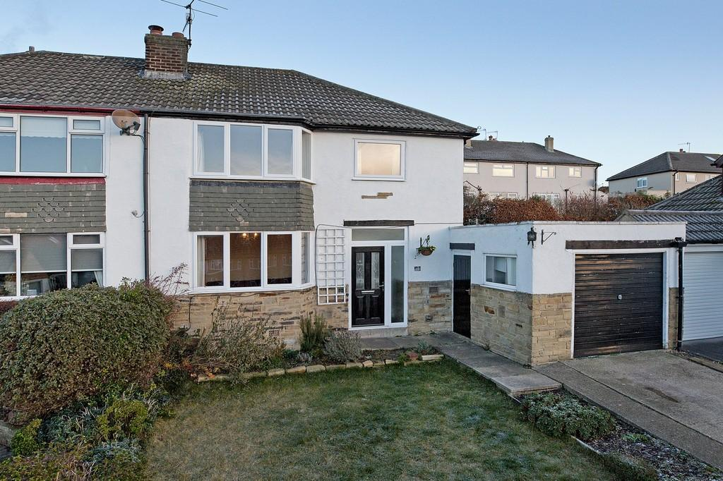 3 Bedrooms Semi Detached House for sale in Wrenbeck Close, Otley