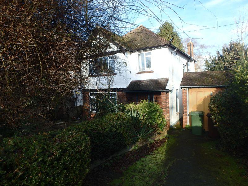 3 Bedrooms Detached House for sale in Cedar Hill, Epsom