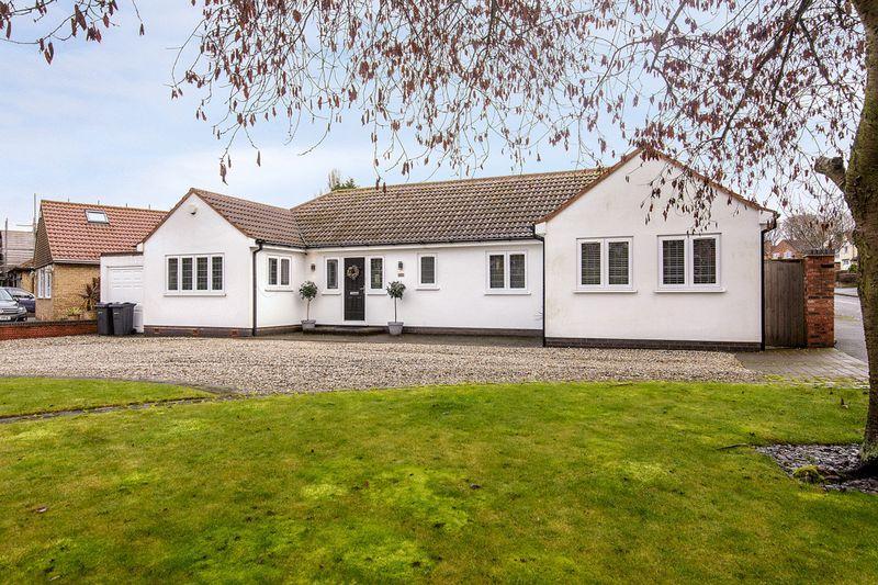 4 Bedrooms Detached Bungalow for sale in Park View Road, Four Oaks, Sutton Coldfield