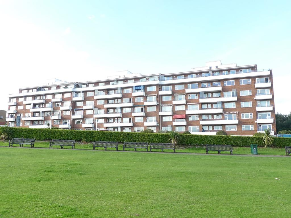 2 Bedrooms Flat for sale in Cliff Road, Eastbourne, BN20