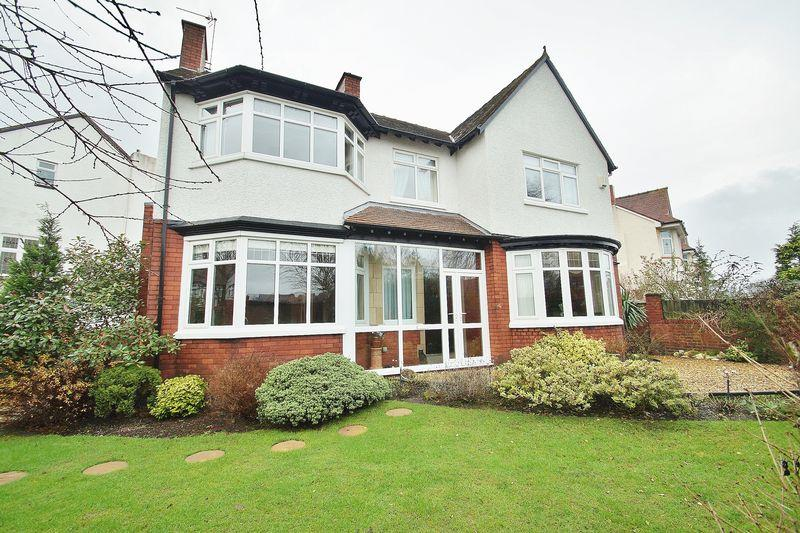 5 Bedrooms Detached House for sale in Roe Lane, Southport