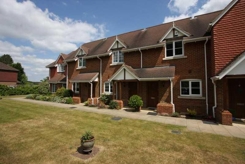 2 Bedrooms Terraced House for sale in Retirement Cottage in Central Chobham
