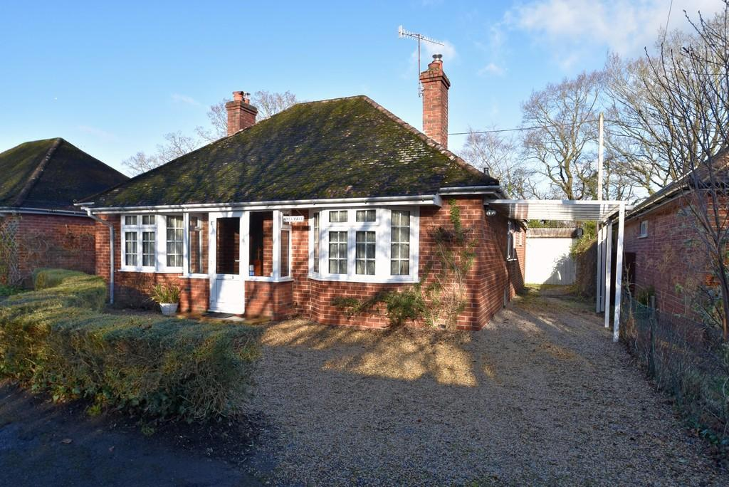 2 Bedrooms Detached Bungalow for sale in Elstead