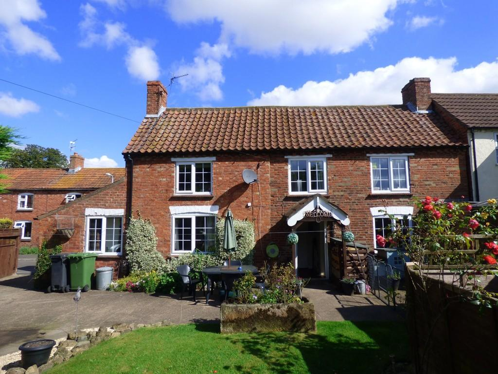 2 Bedrooms Cottage House for sale in Thornton Road, South Kelsey