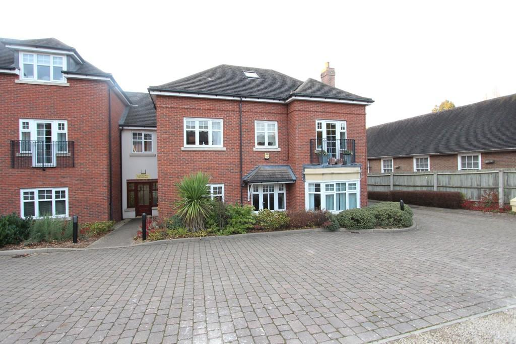 2 Bedrooms Apartment Flat for sale in Station Road, Knowle