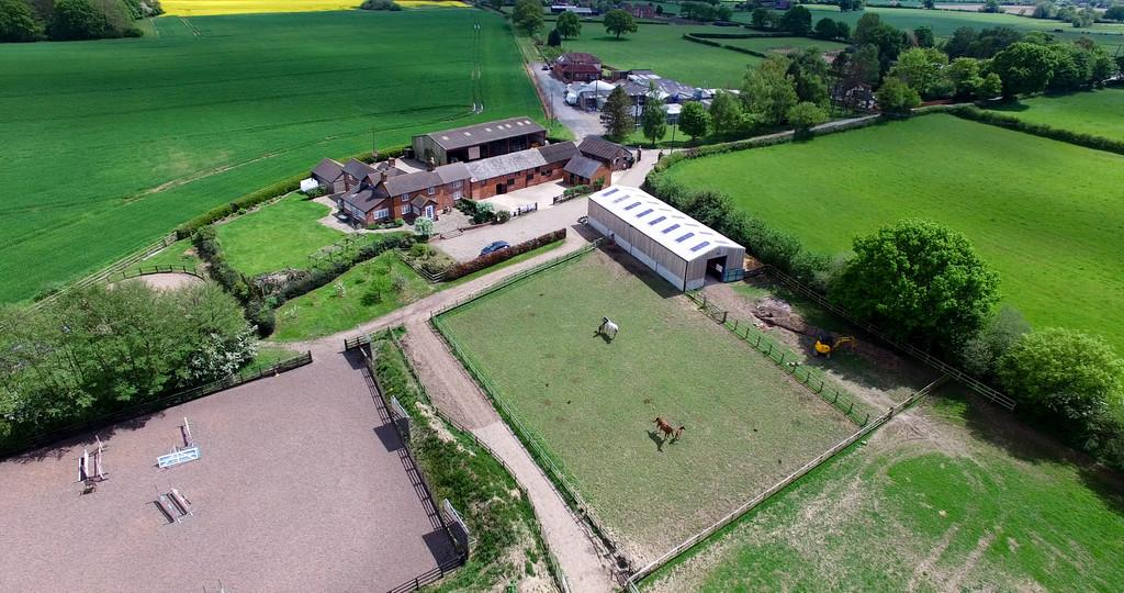 1 Bedroom Equestrian Facility Character Property