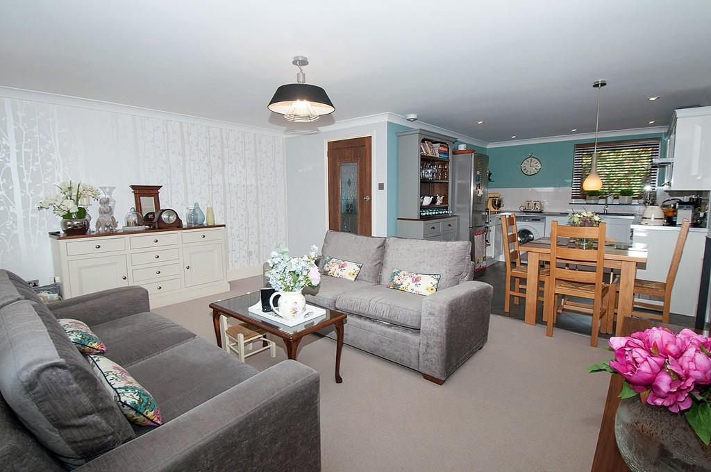 2 Bedrooms Apartment Flat for sale in Tamar Square, Woodford Green