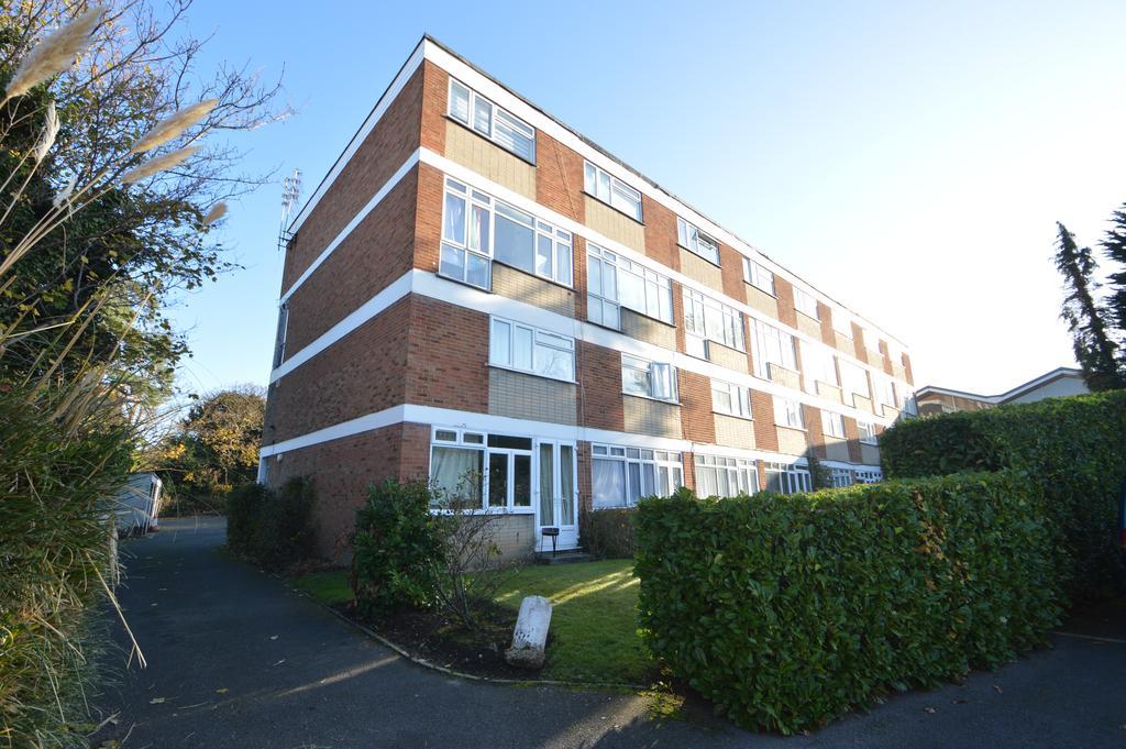 2 Bedrooms Ground Maisonette Flat for sale in Courtlands, Manor Road, WALTON ON THAMES KT12