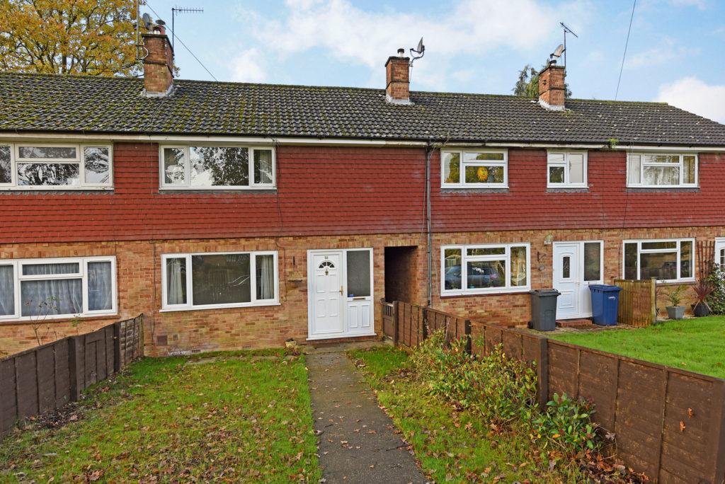 2 Bedrooms Terraced House for sale in Queensway