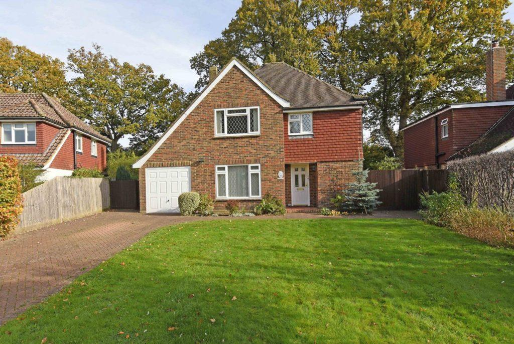 4 Bedrooms Detached House for sale in Redcroft Walk