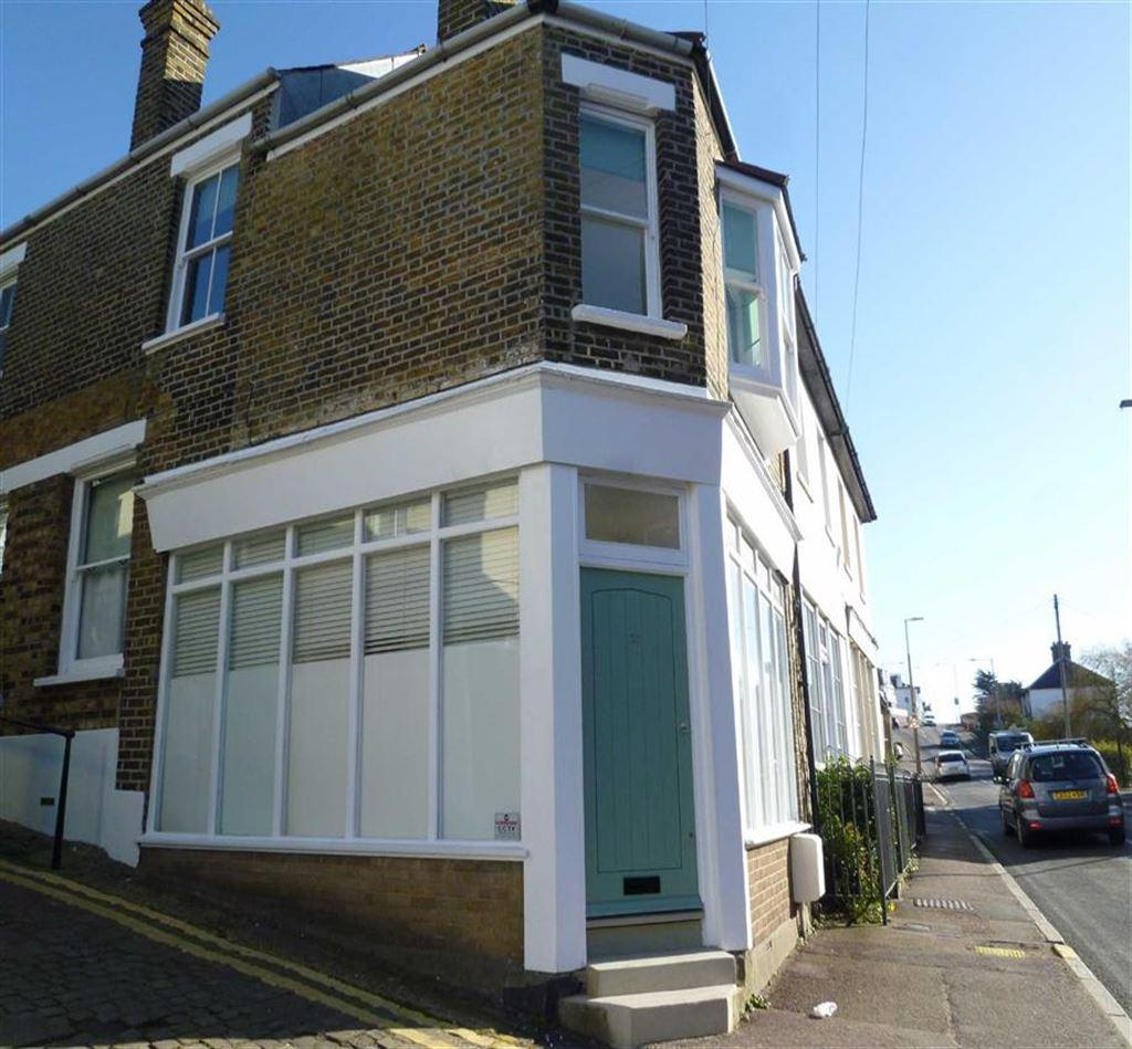 3 Bedrooms House for rent in Leigh Hill, Leigh On Sea, Essex
