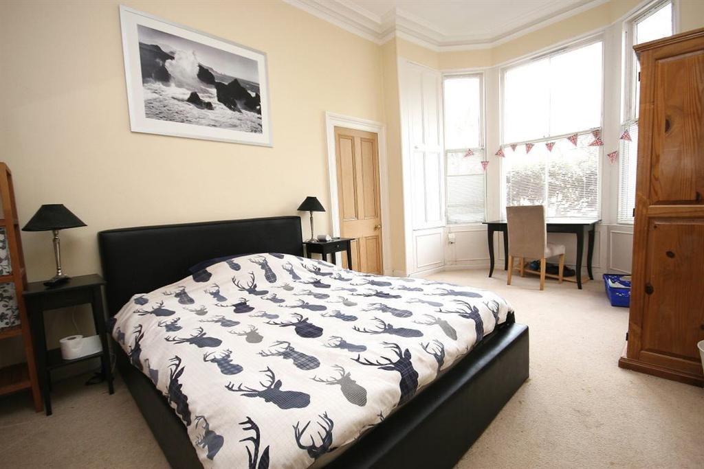 3 Bedrooms Flat