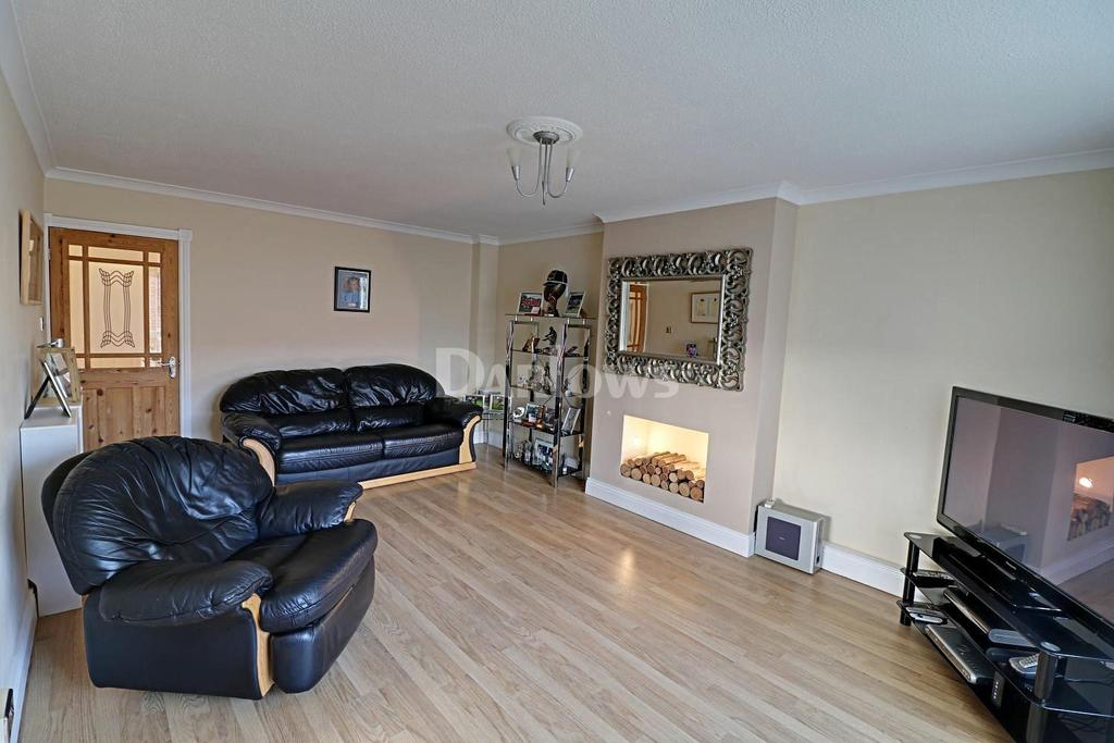 3 Bedrooms Flat for sale in Waun Fach, Pentwyn, Cardiff, CF23