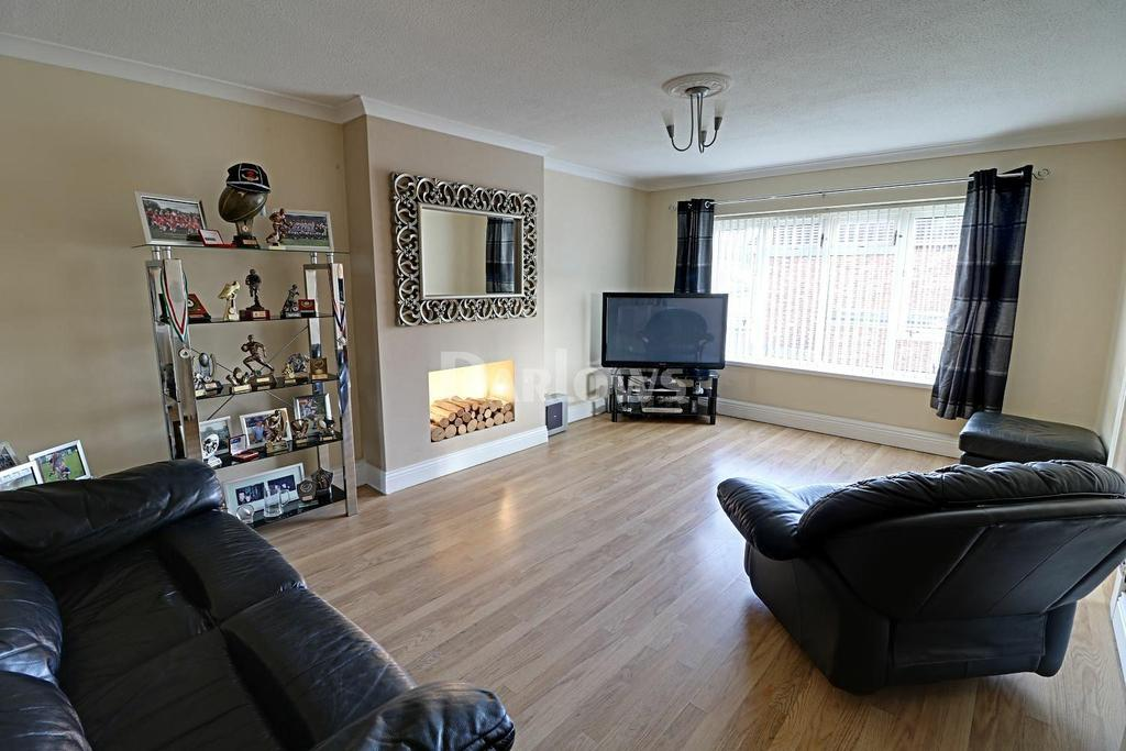 3 Bedrooms Flat for sale in Waun Fach, Pentwyn, Cardiff, CF23
