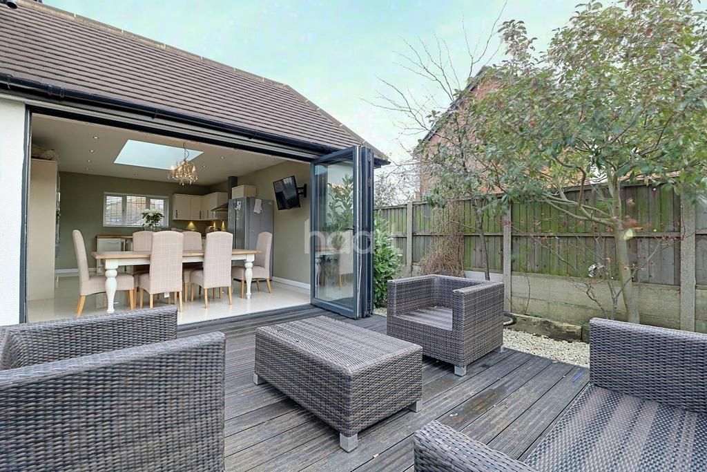 4 Bedrooms Detached House for sale in Victoria Road, Rayleigh