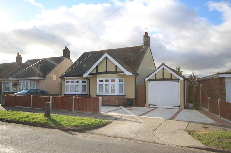 2 Bedrooms Detached Bungalow for sale in Princes Road, Holland-On-Sea