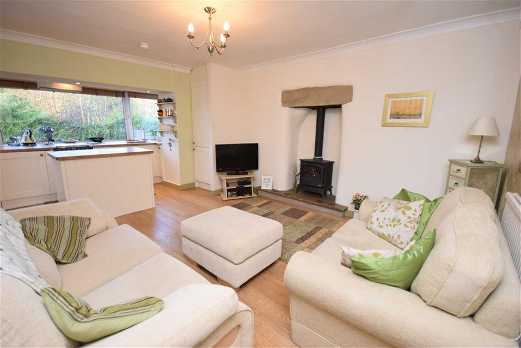 2 Bedrooms Cottage House for sale in Greenfield Road, Colne, Lancashire