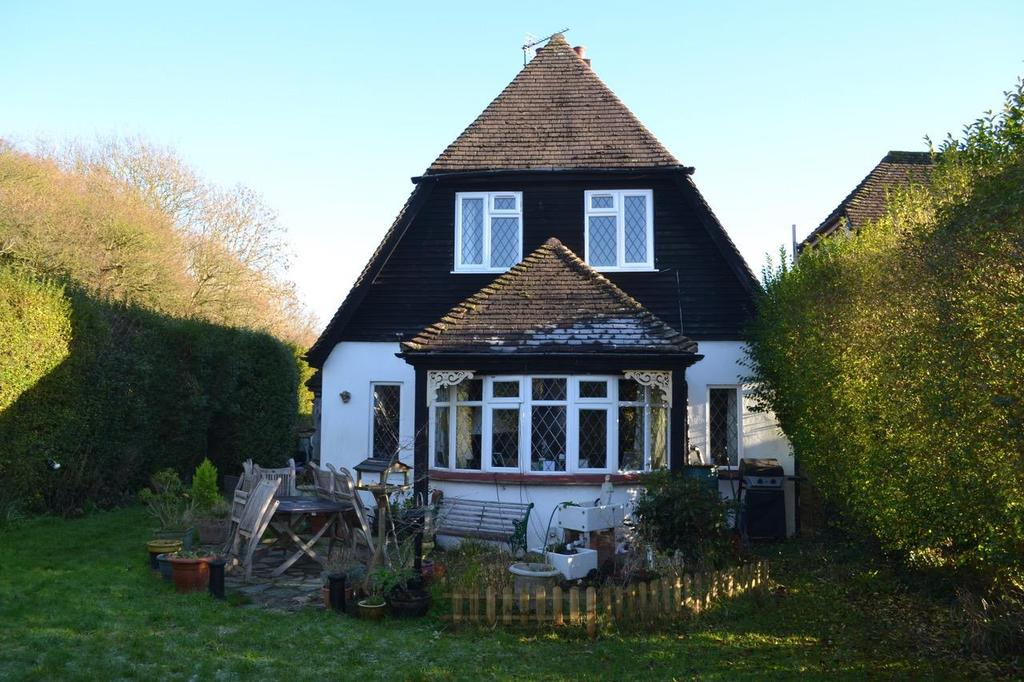 4 Bedrooms Detached House for sale in Clay Lane, Fishbourne