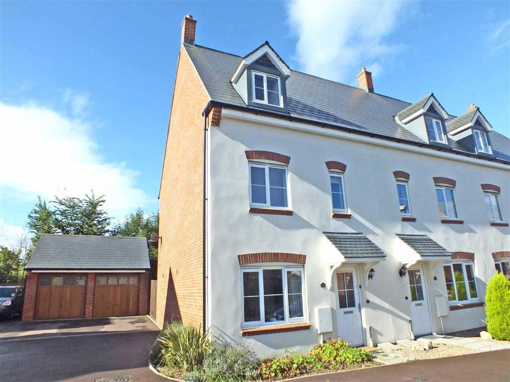 3 Bedrooms Town House for sale in Greenacre Way, Bishops Cleeve, Cheltenham, GL52