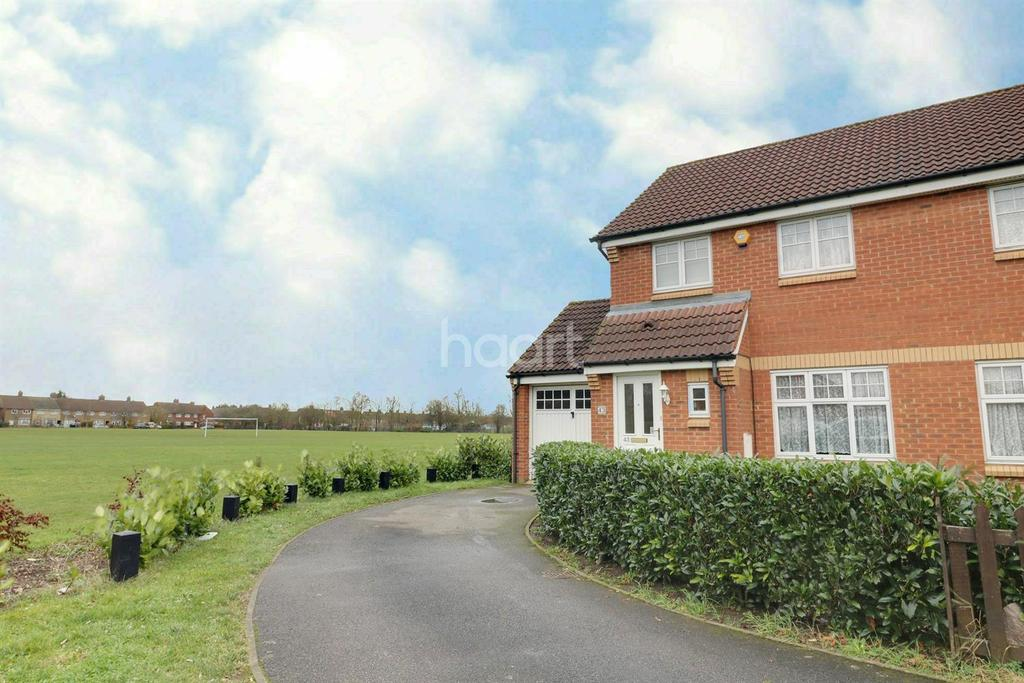 3 Bedrooms Semi Detached House for sale in Voyce Way, Bedford
