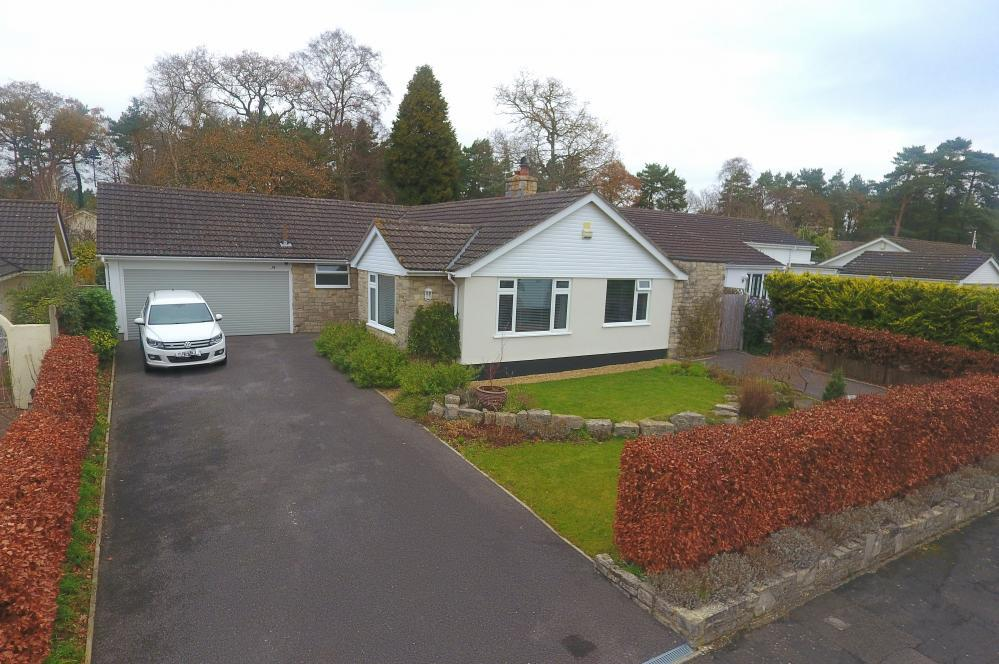 4 Bedrooms Detached Bungalow for sale in Ashley Heath, Ringwood, BH24 2HG