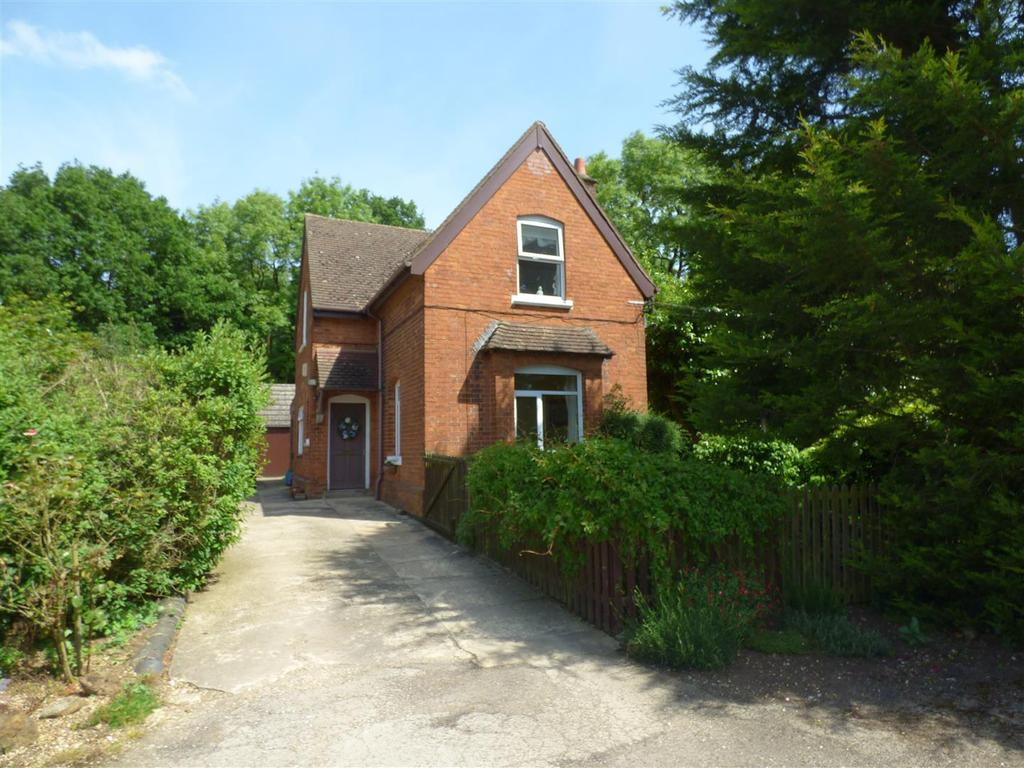 3 Bedrooms House for rent in Brampton Wood Lane, Desborough