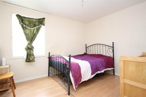 2 bedroom flat for sale - Chelsea Close, London NW10 8XD