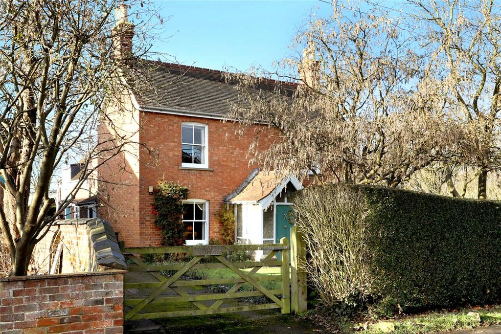 3 Bedrooms Detached House for sale in Church Street, Twyford, Buckingham, MK18