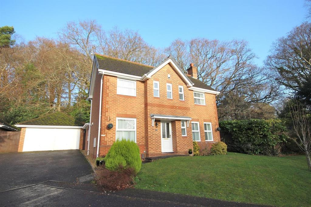 3 Bedrooms Detached House for sale in Twin Oaks Close, Broadstone