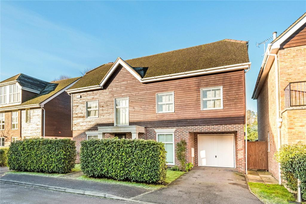 5 Bedrooms Detached House for sale in Pendenza, Cobham, Surrey, KT11