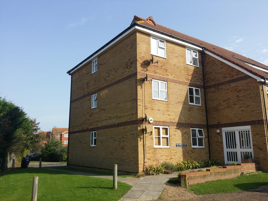 2 Bedrooms Flat for rent in Southampton Close, Sovereign Harbour, Flat 4, Eastbourne BN23