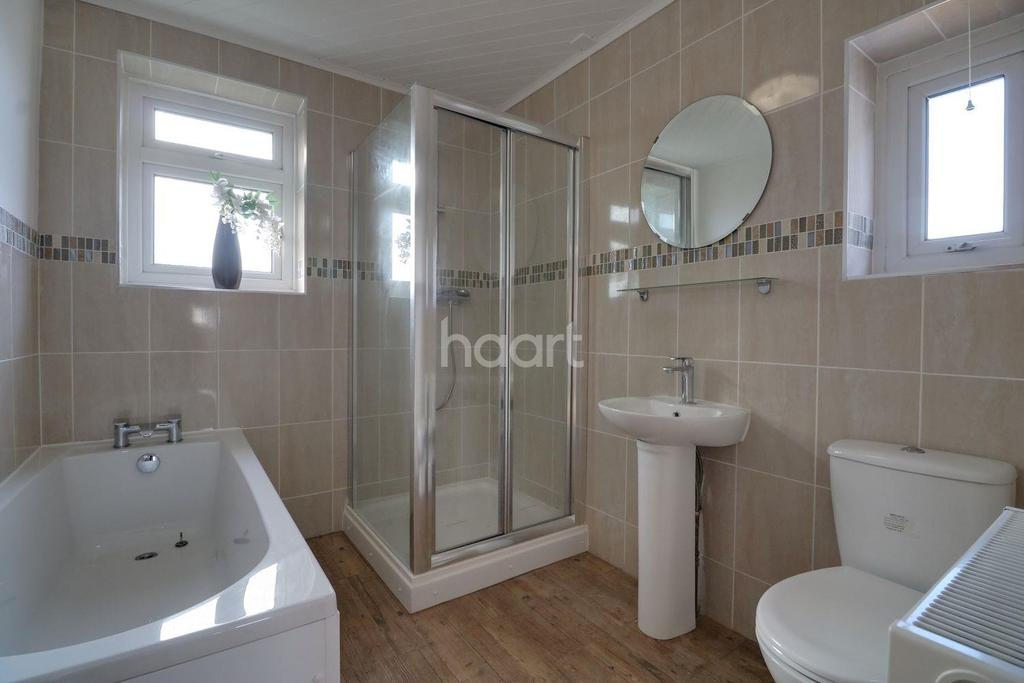 3 Bedrooms Semi Detached House for sale in Marina Close, Southend on Sea