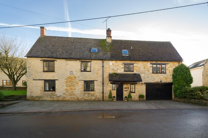 4 Bedrooms Detached House for sale in The Stables and Annex, South Street, Middle Barton, Chipping Norton, Oxfordshire
