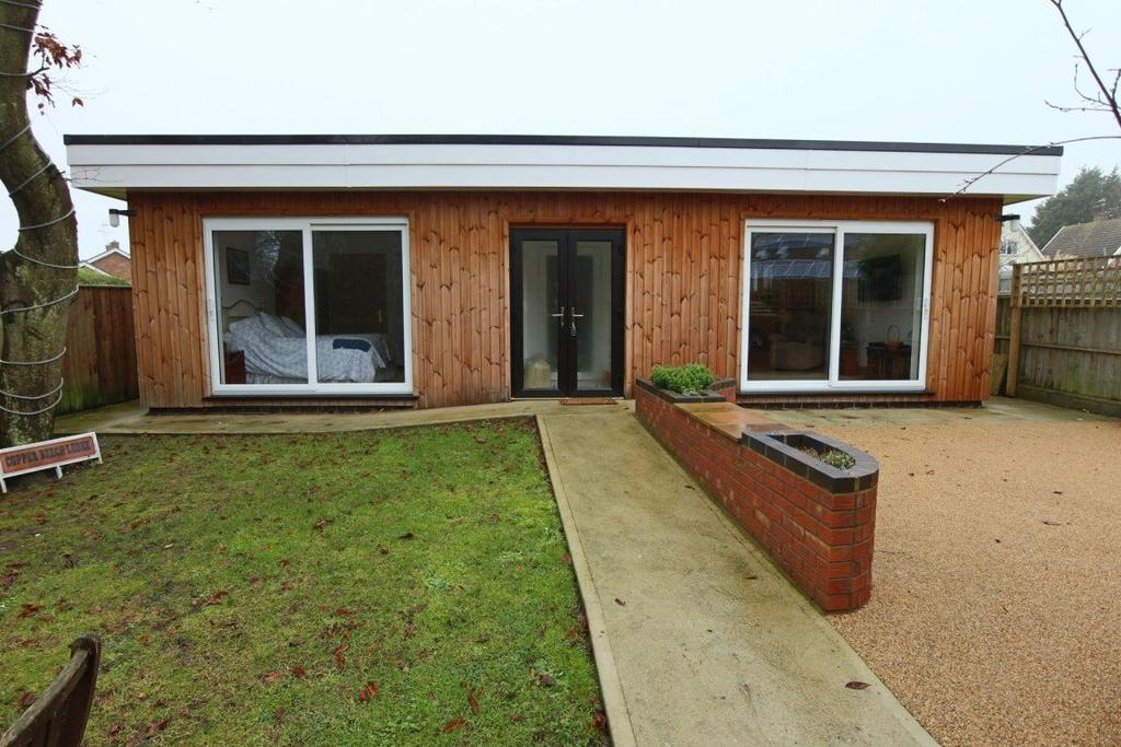 1 Bedroom Bungalow for rent in Off Normanston Dr - ALL BILLS INCLUDED