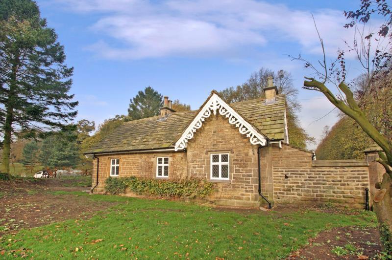 2 Bedrooms Cottage House for rent in South Lodge, Allerton Park, Knaresborough, HG5