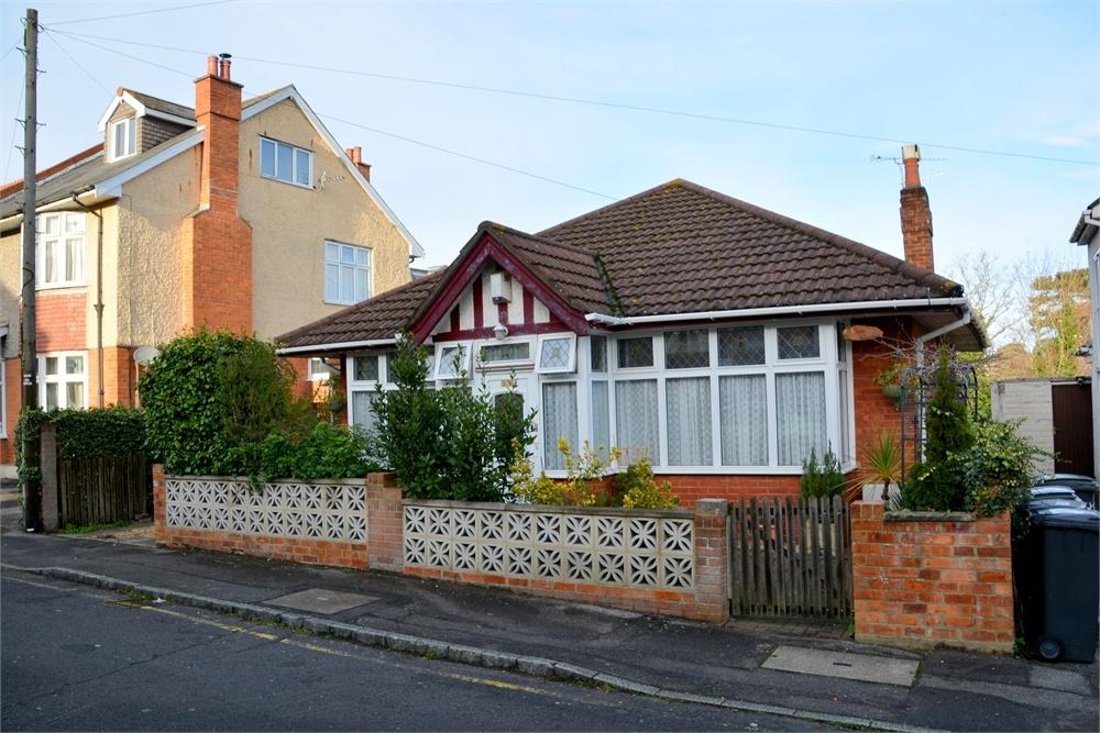 2 Bedrooms Detached Bungalow for sale in Norwich Avenue, Bournemouth, Dorset